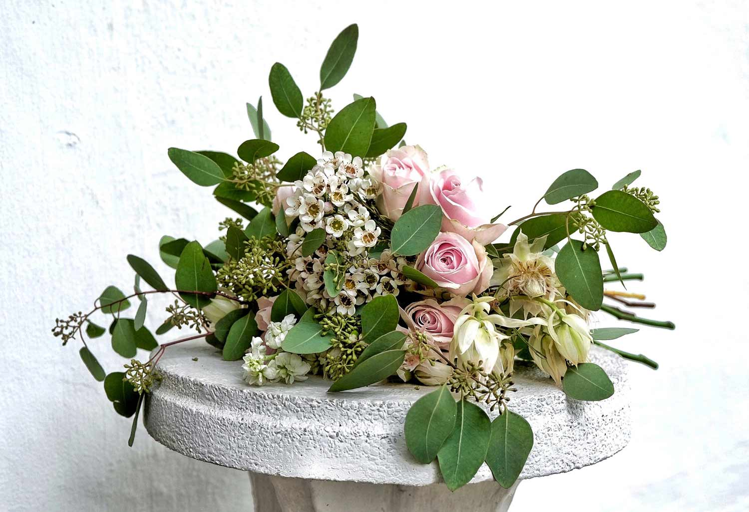 beautiful bouquet of flowers with green leaves and pink roses